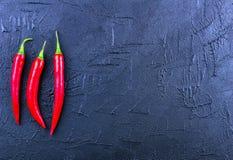 Peppar för röd chili på en mörk bakgrund Royaltyfria Foton