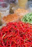 Peppar för röd chili i marknad Fotografering för Bildbyråer