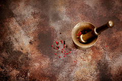 Peppar i gammal mortel Royaltyfri Fotografi