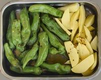 Peppar och grillade potatisar Fotografering för Bildbyråer