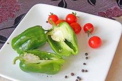 Peppar och tomater Arkivbild