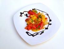 Peppar på den vita plattan Royaltyfria Foton
