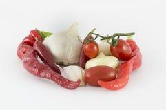 Peppar varma peppar, vitlök, lökar, tomater Fotografering för Bildbyråer