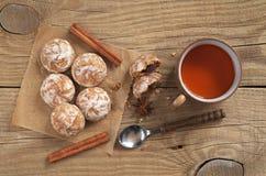 Pepparkaka och tea Royaltyfri Fotografi