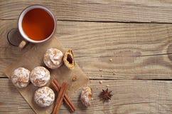 Pepparkaka och tea Royaltyfria Foton