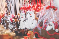 Pepparkakahjärtor på den tyska julmarknaden berkshires tradition royaltyfri fotografi