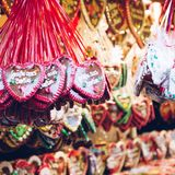 Pepparkakahjärtor på den tyska julmarknaden berkshires tradition royaltyfri bild