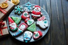 Pepparkakakakor för jul, nytt år på trätabellen Festlig söt bakelse, läckra kex fotografering för bildbyråer
