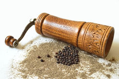 Pepper mill, peppercorn and grounded pepper Royalty Free Stock Photos