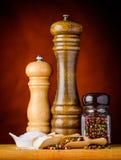 Peppercorn, sól i ostrzarz, obrazy stock