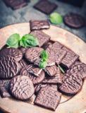 Peppermint σοκολάτας μπισκότα Μέντα peppermint μέντα Μαύρη σοκολάτα με peppermint την κρέμα Μαύρη σοκολάτα με το γέμισμα μεντών Στοκ Φωτογραφίες