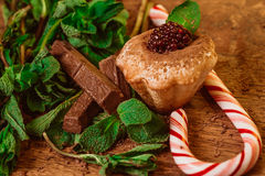 Peppermint candy chocolate muffin with blackberries and mint on a wooden table Royalty Free Stock Photos