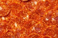 Pepperoni или куски Chorizo делают по образцу Ингредиенты для пиццы мяса стоковые изображения rf