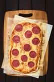 Pepperoni ή πίτσα σαλαμιού Στοκ φωτογραφία με δικαίωμα ελεύθερης χρήσης