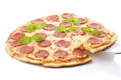 Pepperoni πίτσα, που απομονώνεται στο άσπρο υπόβαθρο Στοκ Εικόνες