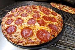 pepperoni πίτσα στοκ εικόνες με δικαίωμα ελεύθερης χρήσης