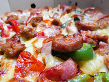 Pepperoni πιτσών λουκάνικο Στοκ Εικόνες