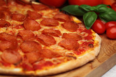 pepperoni πίτσα Στοκ εικόνα με δικαίωμα ελεύθερης χρήσης
