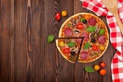 Итальянская пицца с pepperoni Стоковые Изображения