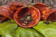 Pepperoni e close-up da alface Imagem de Stock