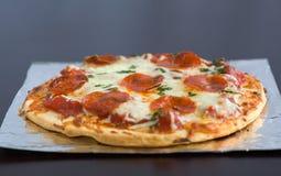 Pepperoni-Pizza Stockfotos