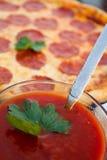 Pepperoni-Pizza Lizenzfreie Stockfotos