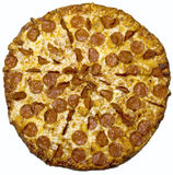 Pepperonipizza getrennt lizenzfreie stockbilder
