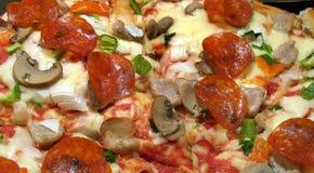 Pepperonis en de Pizza van de Paddestoel stock foto