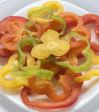 Pepperr dulce tajado en la placa blanca Foto de archivo