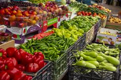 Free Peppers In A Fruit And Vegetable Stand In The Acre Market Royalty Free Stock Photography - 165059057