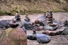 Pepples equilibrado no mar Báltico Foto de Stock Royalty Free