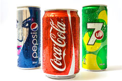 Pepsi, Coca-Cola e 7 SU possono Fotografie Stock