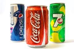 Pepsi, Coca-Cola y 7 PARA ARRIBA pueden Fotos de archivo