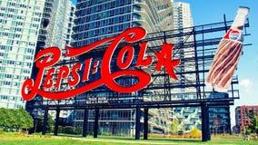 Pepsi-Colaen undertecknar in den Long Island staden Arkivfoto
