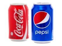 Pepsi och Coca-cola cans royaltyfri bild