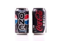 Pepsi uno contra el coque cero Foto de archivo libre de regalías