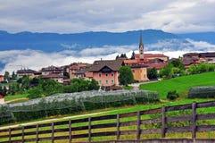 Pequeña aldea en Italia Imagen de archivo libre de regalías