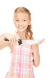 Pequeña ama de casa con el cuchillo Foto de archivo