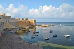 Pequeña bahía en Trapan, Italia Imagen de archivo libre de regalías