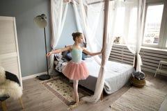 Pequeña bailarina Fotos de archivo