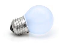 Pequeña bombilla azul aislada en blanco Imagen de archivo
