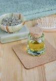 Pequeña botella de aceite cosmético Fotos de archivo libres de regalías