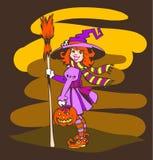 Pequeña bruja divertida de Víspera de Todos los Santos con la calabaza Fotos de archivo
