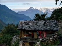 Pequeña cabaña en el pueblo Chhokang Paro Foto de archivo libre de regalías
