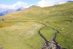 Pequeña cala en las montañas de pyrenees Imagen de archivo libre de regalías