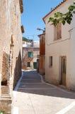 Pequeña calle abandonada en Grecia Fotografía de archivo libre de regalías