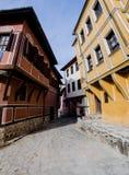 Pequeña calle con las casas en la ciudad vieja en Plovdiv - Bulgaria fotografía de archivo libre de regalías
