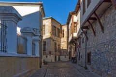 Pequeña calle en la ciudad vieja de Xanthi, Grecia Foto de archivo libre de regalías