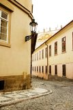 Pequeña calle - Praga fotos de archivo