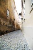 Pequeña calle - Praga fotografía de archivo libre de regalías